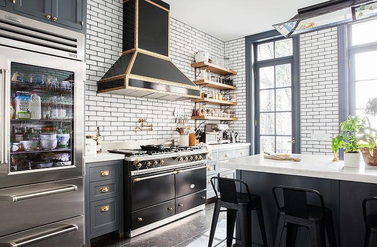 kitchen trends: black appliances